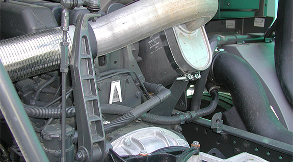 Oscillating bearings on gear shift in utility vehicles