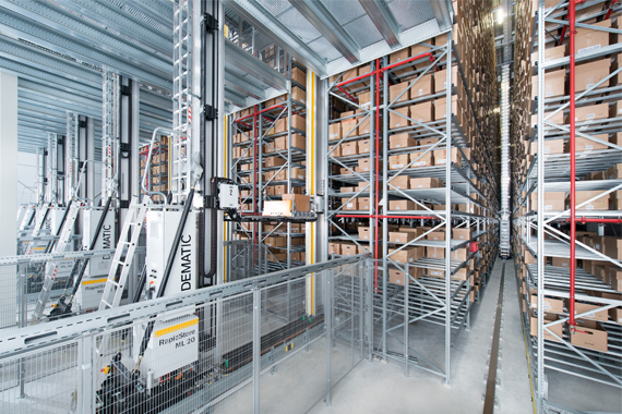 DEMATIC storage retrieval systeem met igus® guidelok geleidegoot